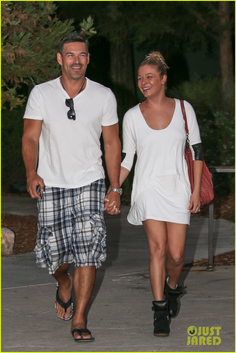leann rimes eddie cibrian grab dinner before flight to uk 17