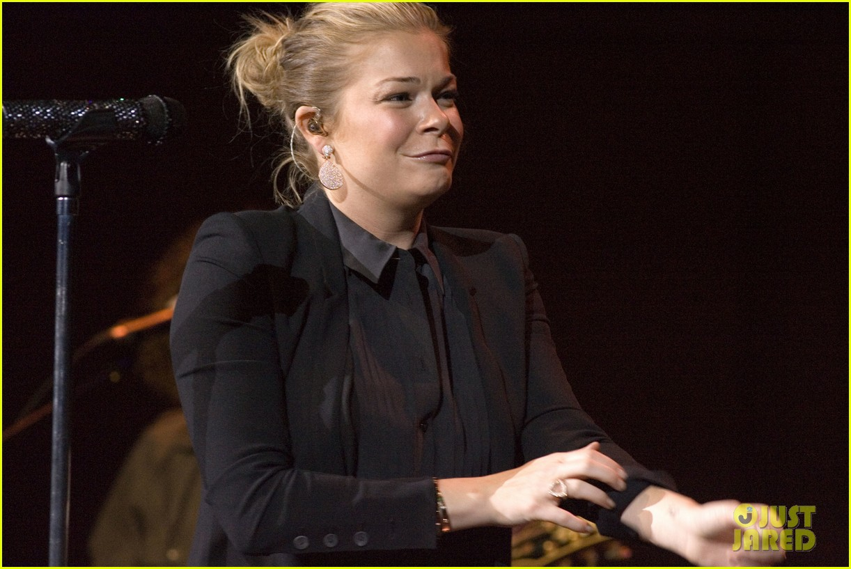leann rimes thanks glasgow fans for incredible concert 06