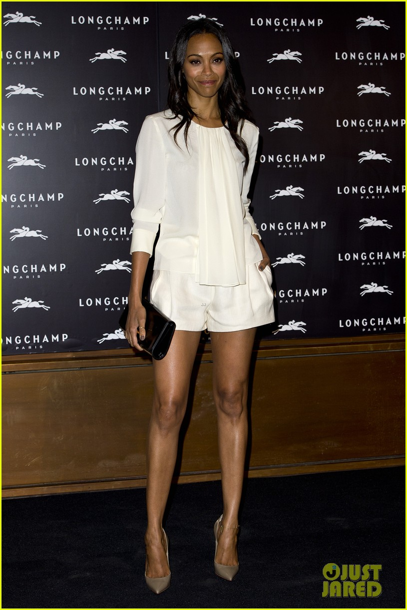 zoe saldana hides wedding ring at first post marriage event 052952479