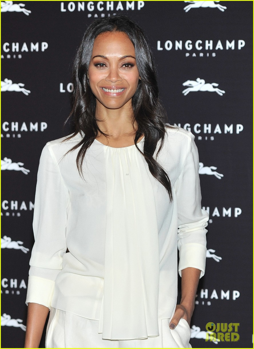 zoe saldana hides wedding ring at first post marriage event 102952484