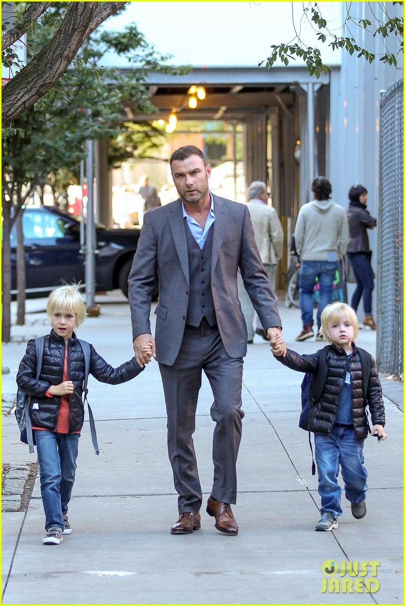 liev schreiber suits up for bike ride with his boys 04