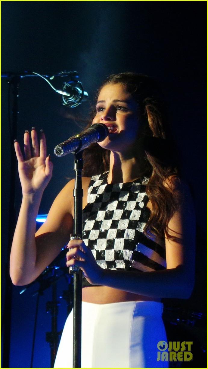 selena gomez london concert pics 122946943