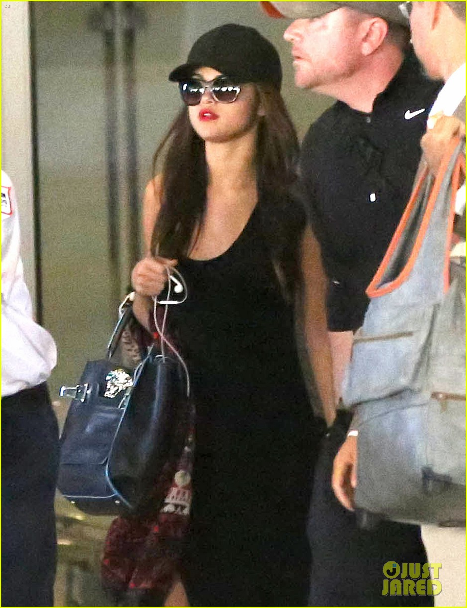 selena gomez grabs sushi after landing back in la 02