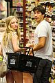 amanda seyfried justin long grocery shop for labor day 08