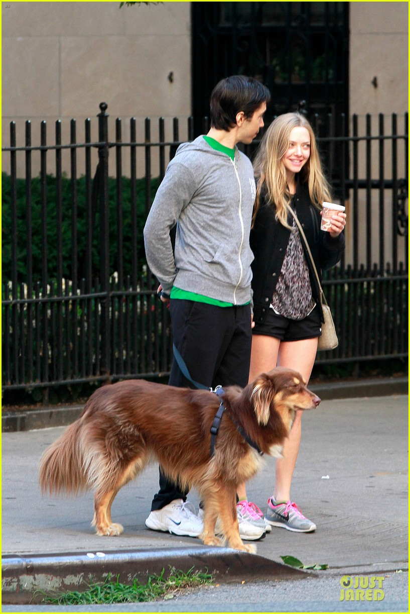 amanda seyfried flashes underwear while were young 192959525