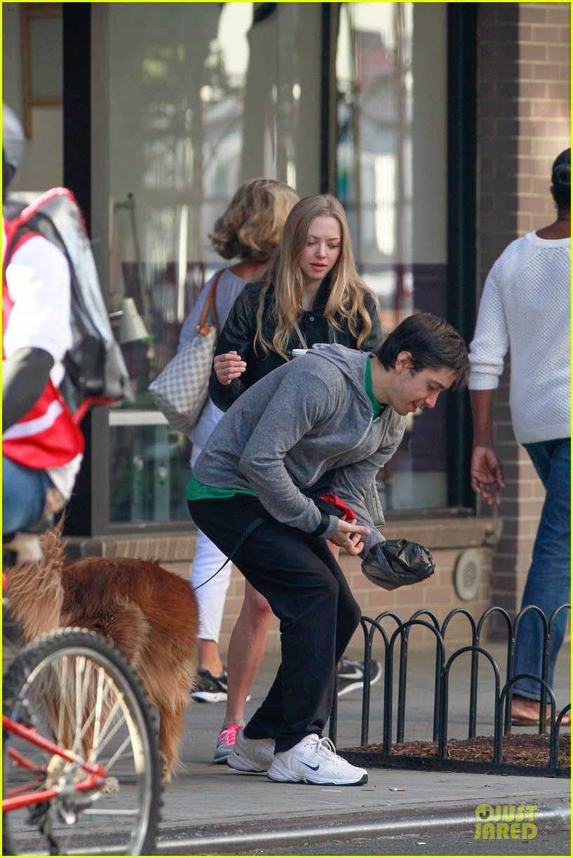 amanda seyfried flashes underwear while were young 222959528