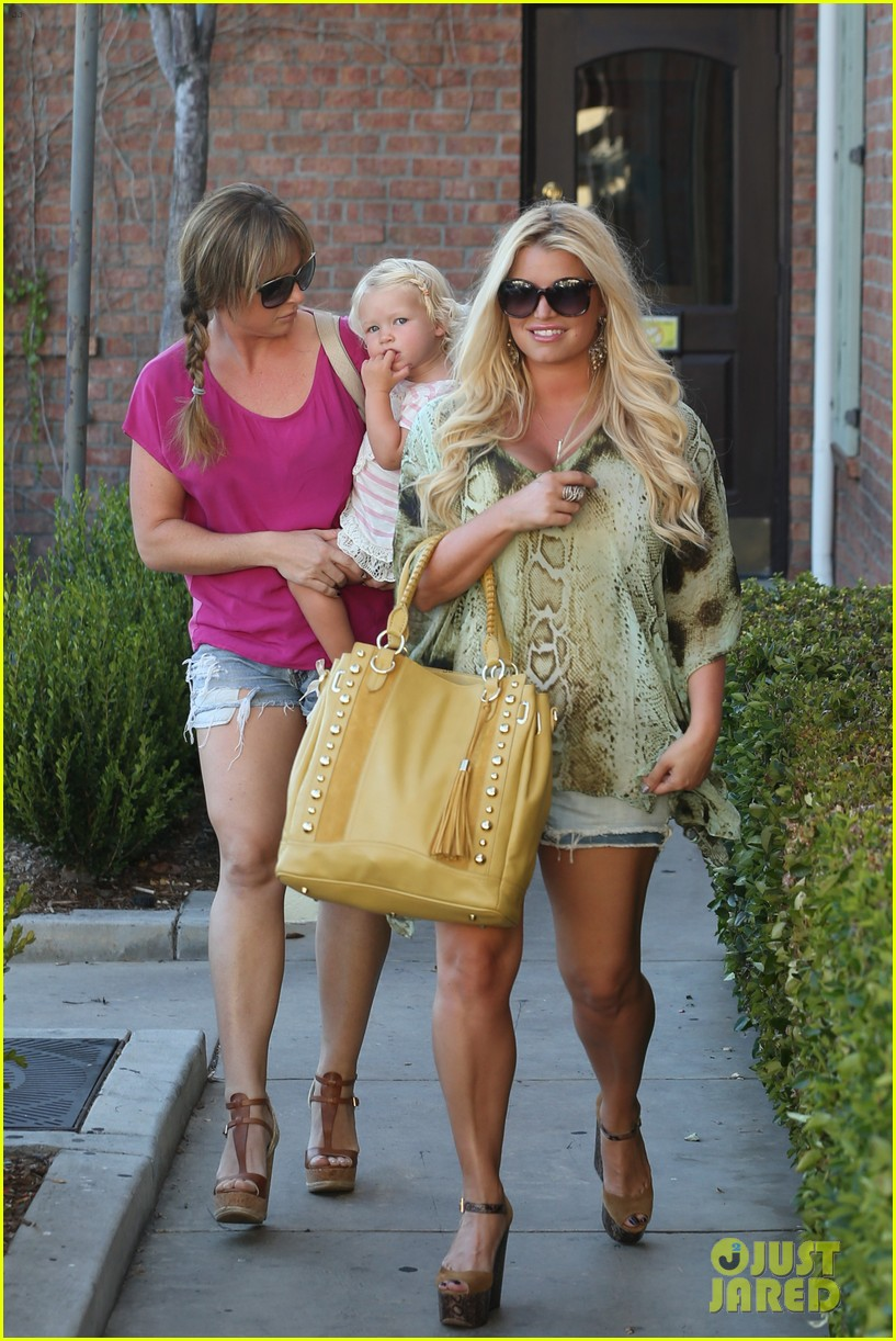jessica simpson kings fish house dinner with family 03