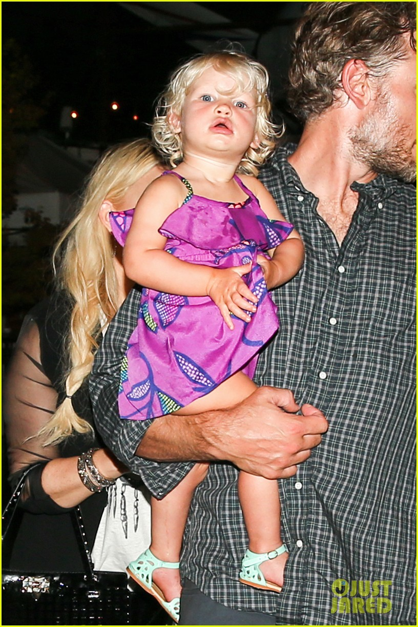 jessica simpson enjoys labor day weekend with family 12