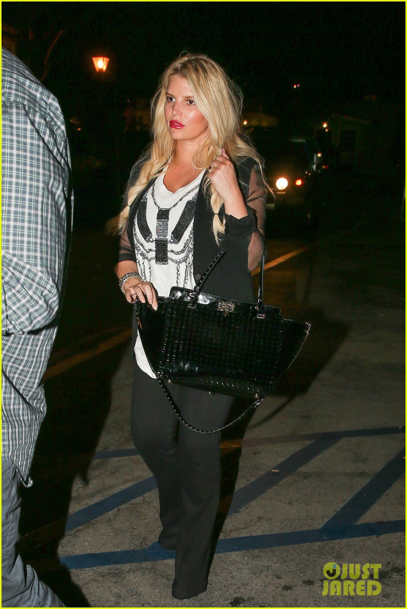jessica simpson enjoys labor day weekend with family 18