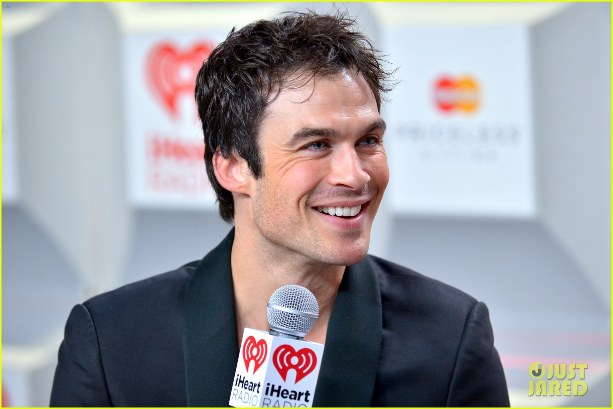 ian somerhalder i heart radio music festival with vampires 02