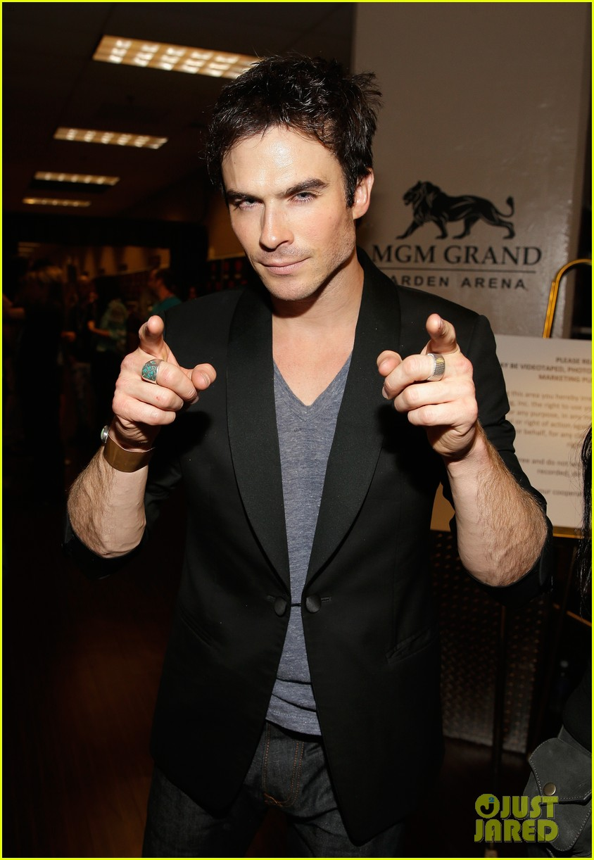 ian somerhalder i heart radio music festival with vampires 04