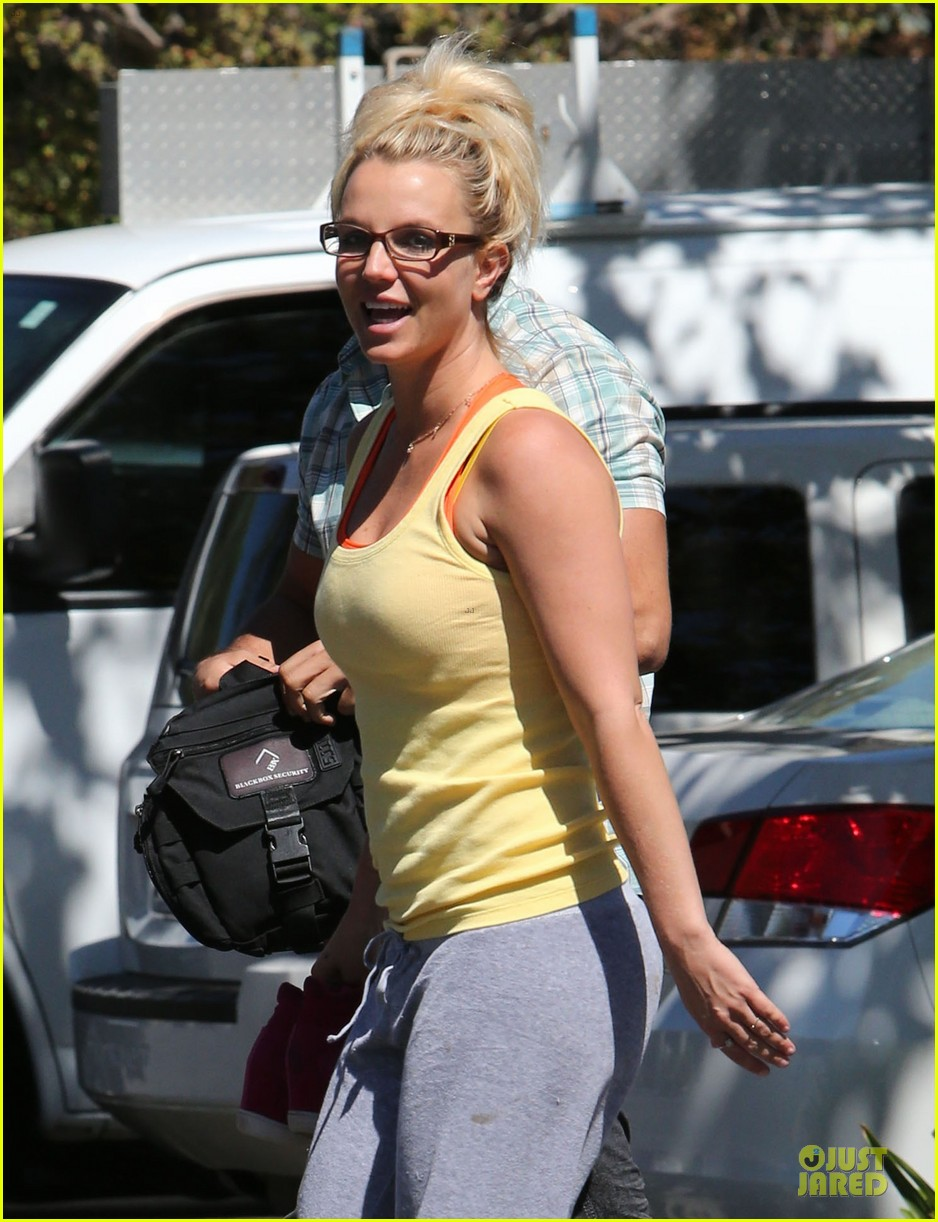 britney spears wraps up week with dance studio stop 022945799