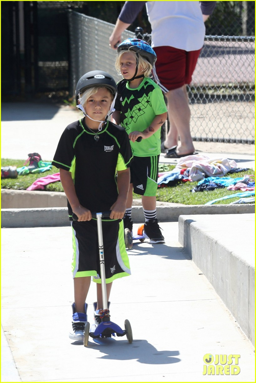 gwen stefani mommy duties with kingston and zuma 172954082