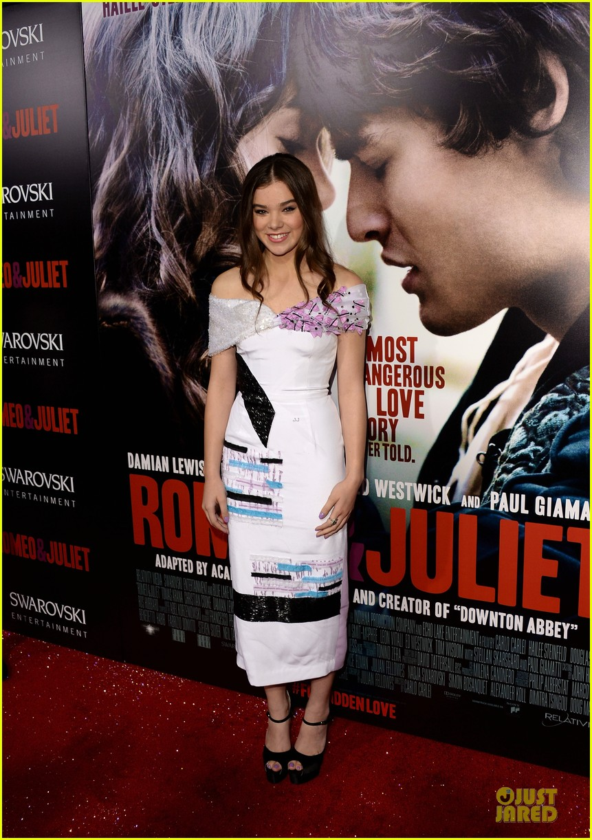 hailee steinfeld douglas booth romeo and juliet premiere 03