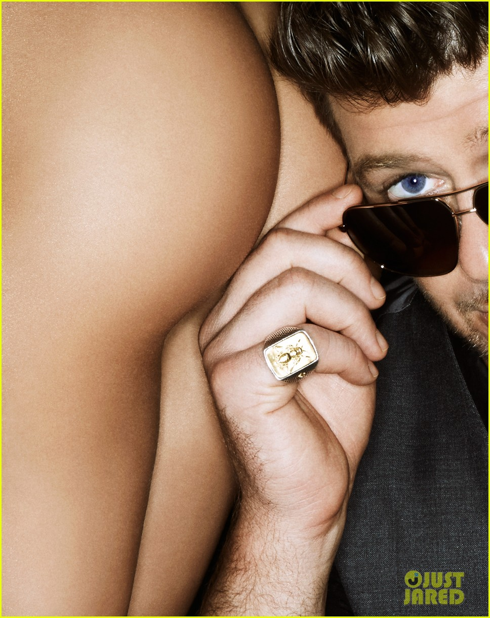 robin thicke covers treats magazine with nude women 07