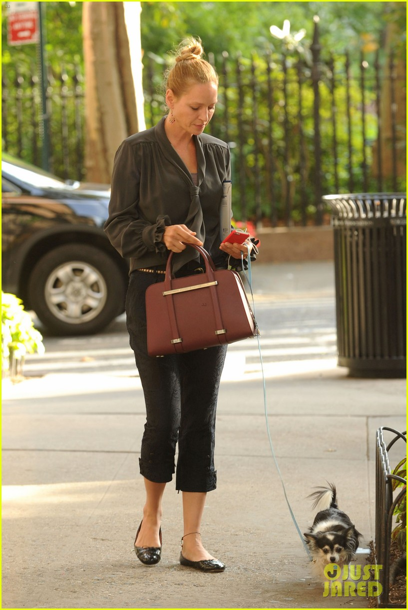 uma thurman walks her adorable dog in the big apple 07