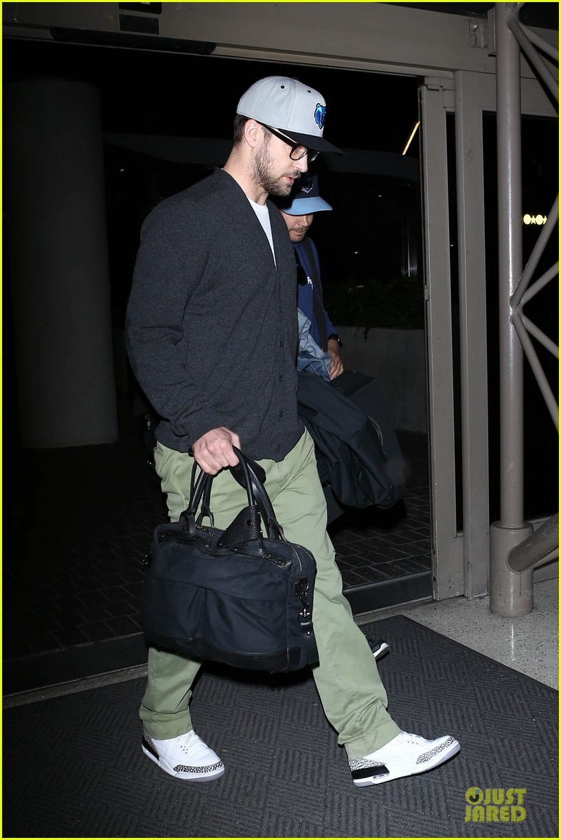 justin timberlake supports memphis grizzlies at lax airport 01