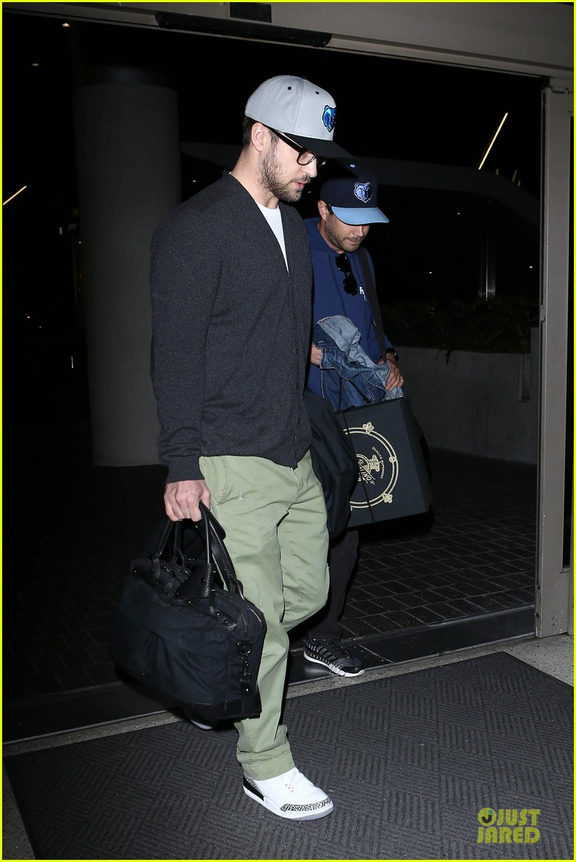 justin timberlake supports memphis grizzlies at lax airport 11