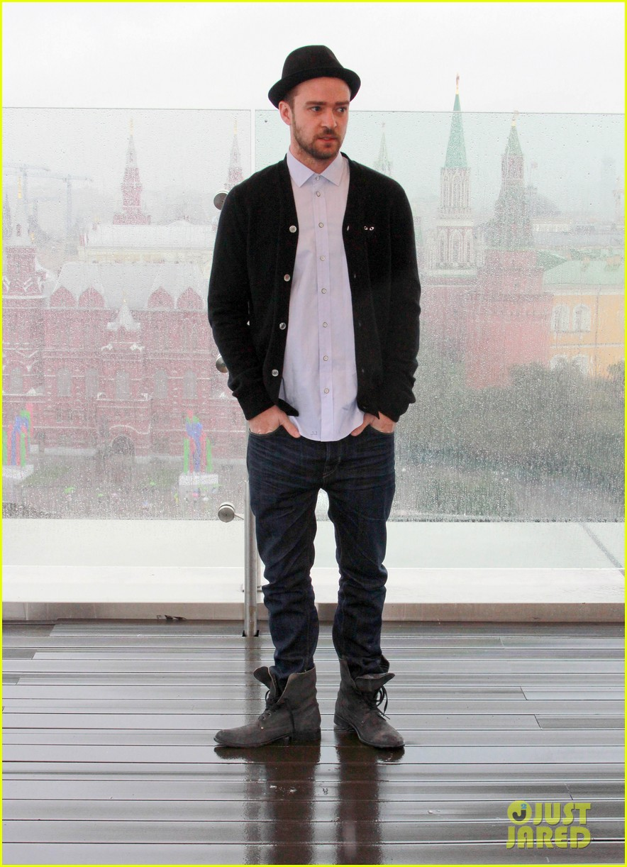 justin timberlake runner runner moscow photo call 092945103