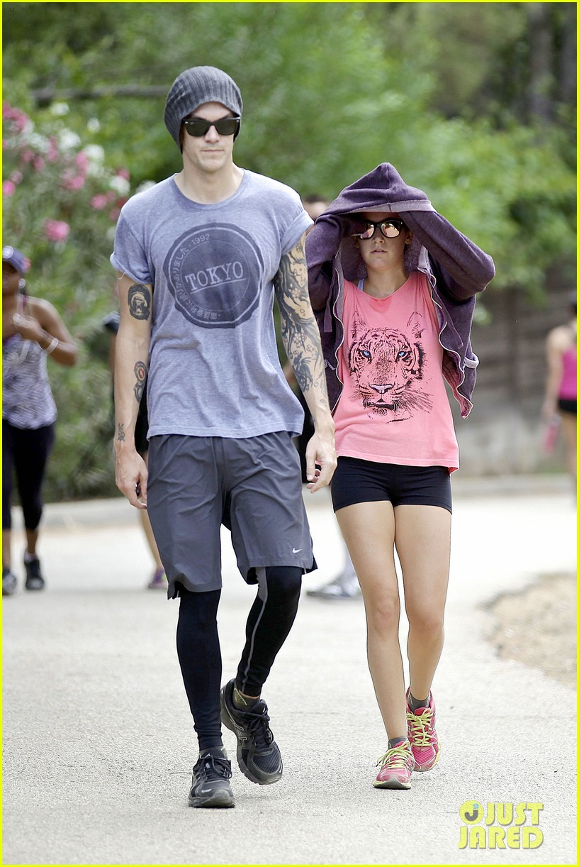 ashley tisdale labor day party with christopher french 04