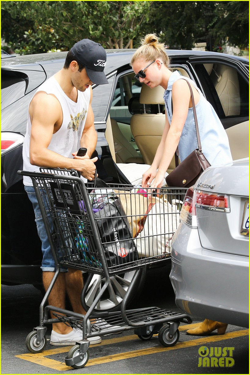 emily vancamp josh bowman get groceries at gelsons 022941471