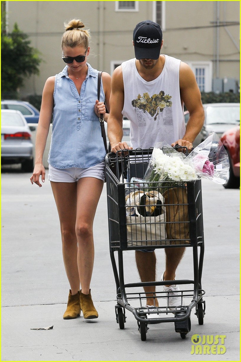 emily vancamp josh bowman get groceries at gelsons 10
