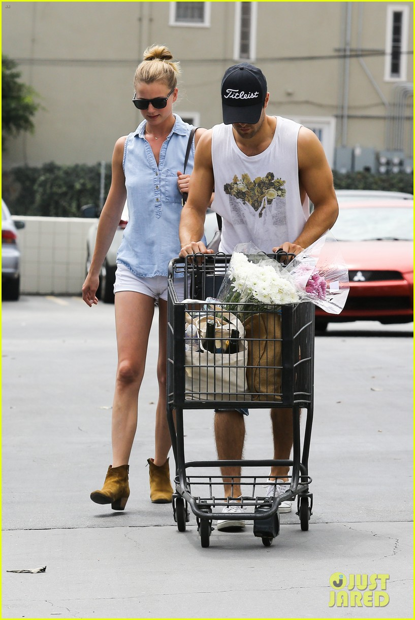emily vancamp josh bowman get groceries at gelsons 132941482