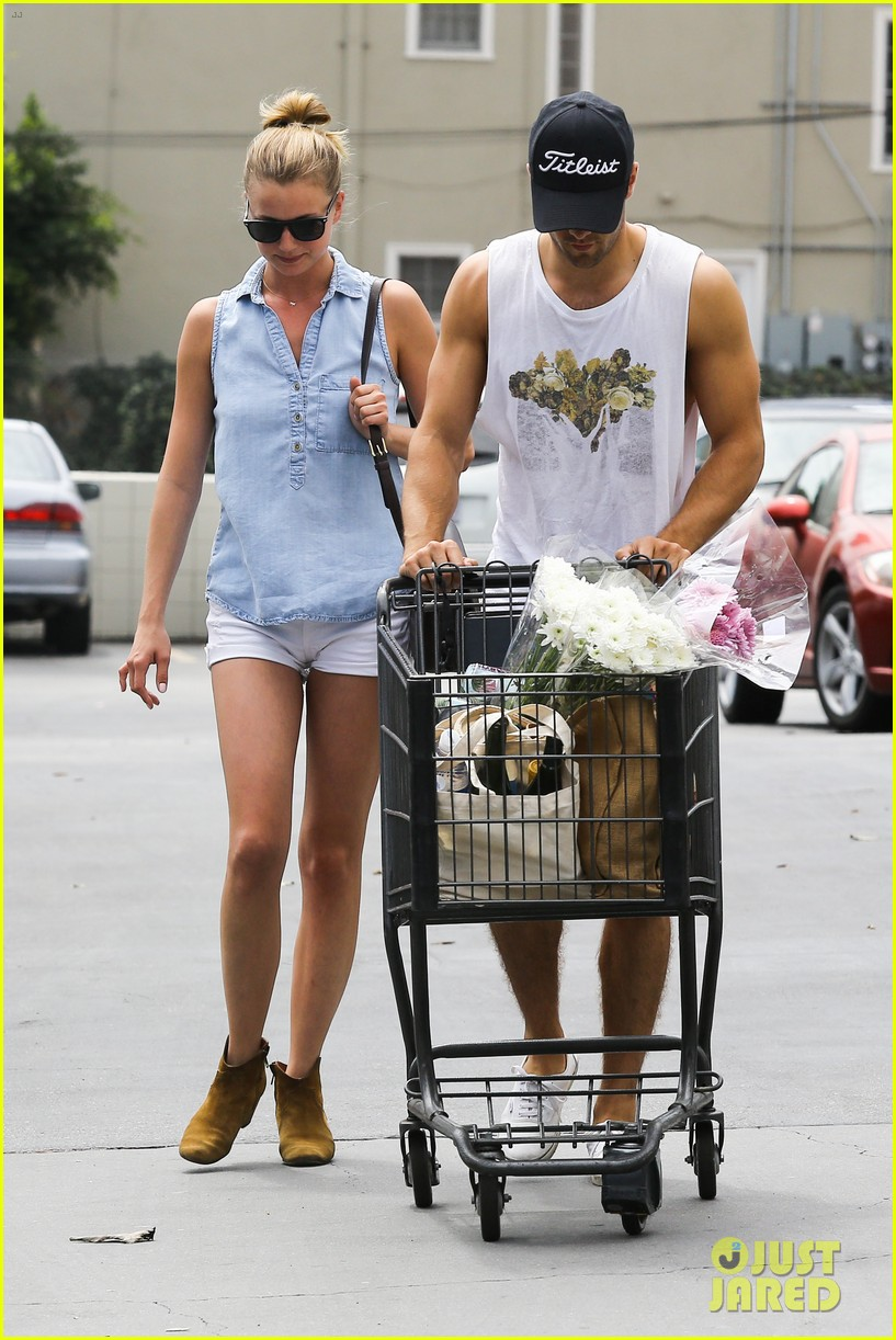 emily vancamp josh bowman get groceries at gelsons 15