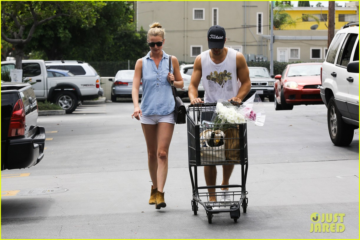 emily vancamp josh bowman get groceries at gelsons 19