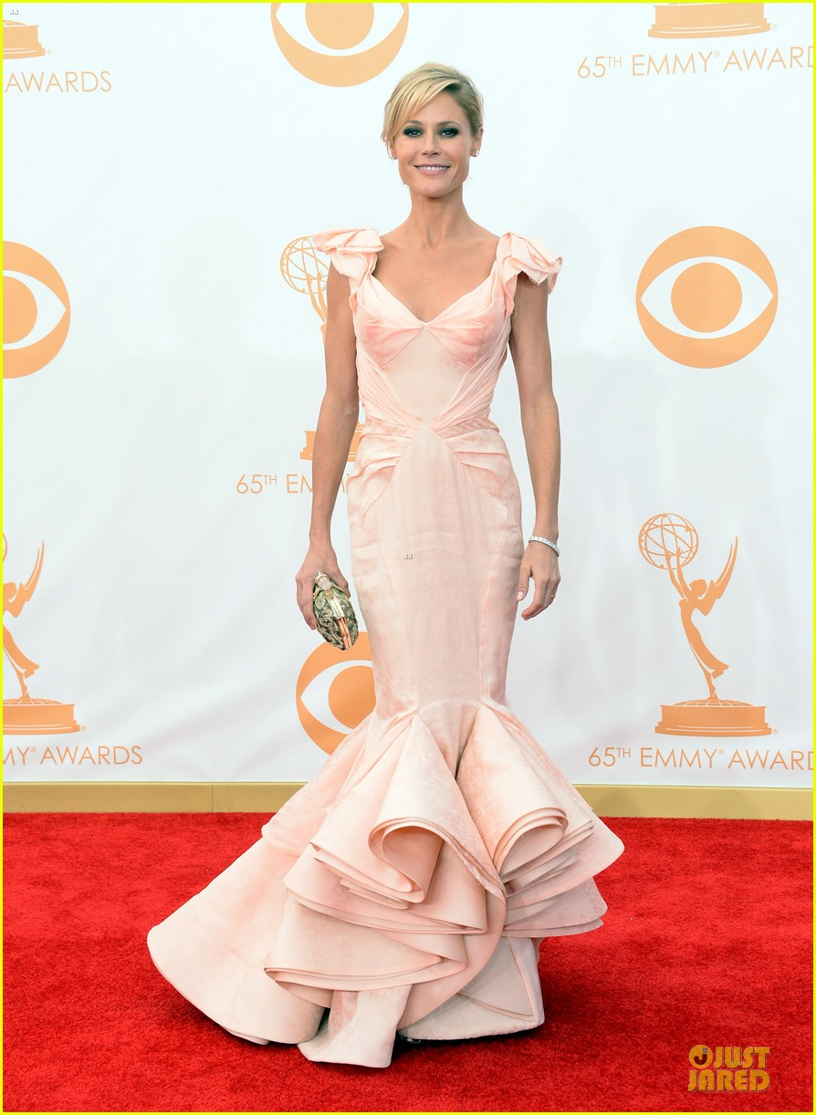 sofia vergara julie bowen emmys 2013 red carpet 05
