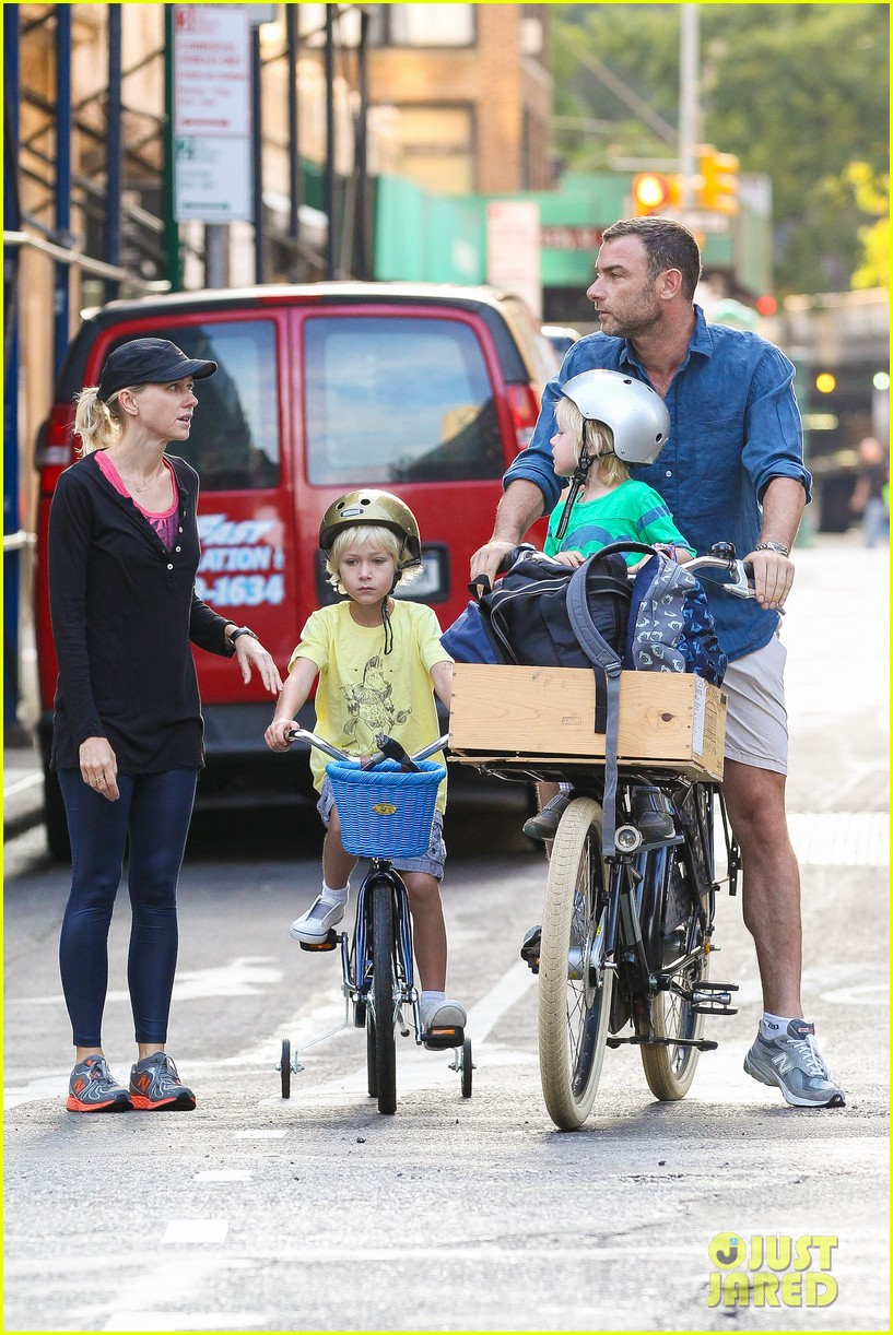 naomi watts family take on morning with early exercise 11