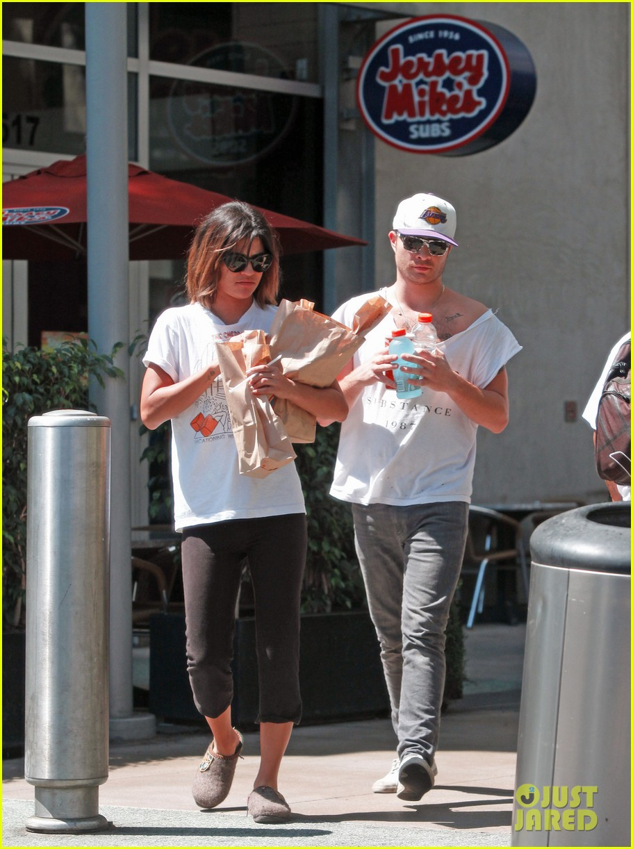 ed westwick jessica szohr grab lunch at jersey mikes 03