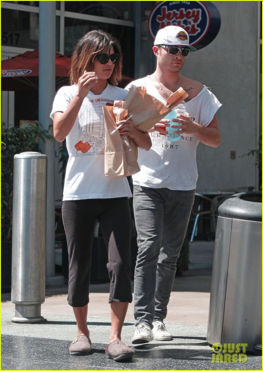 ed westwick jessica szohr grab lunch at jersey mikes 05