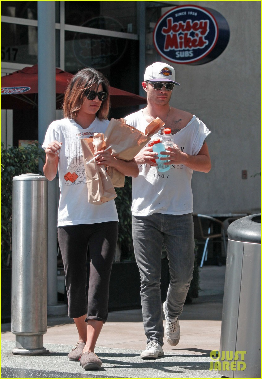 ed westwick jessica szohr grab lunch at jersey mikes 07