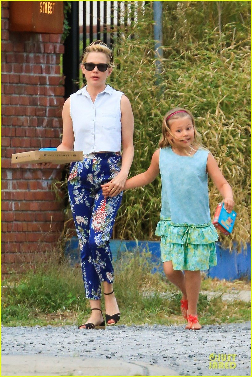 michelle williams celebrates 33rd birthday with matilda 052948509