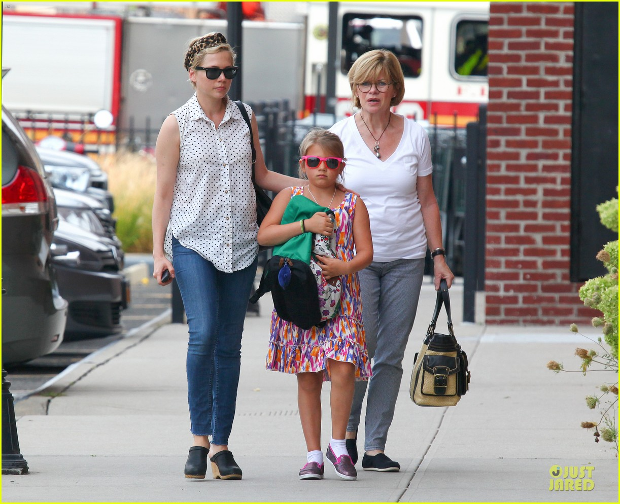 michelle williams goes wild with matilda after birthday 03