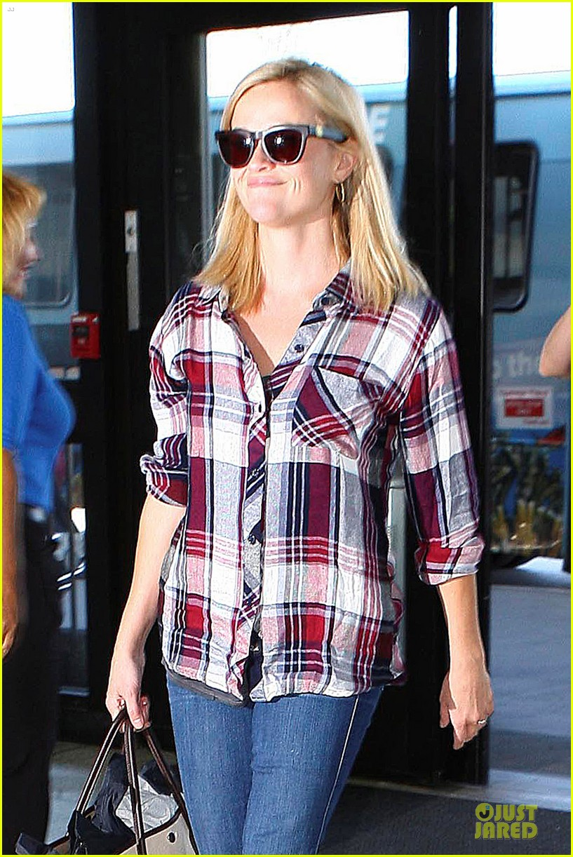reese witherspoon plaid lax departure after workout 082953827