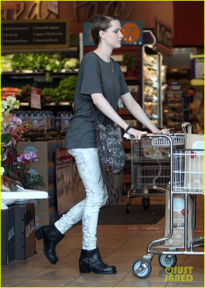 evan rachel wood steps out after giving birth 01