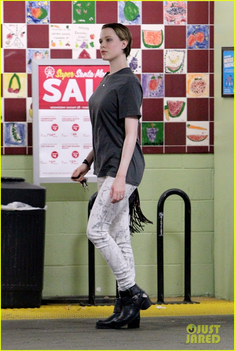 evan rachel wood steps out after giving birth 03