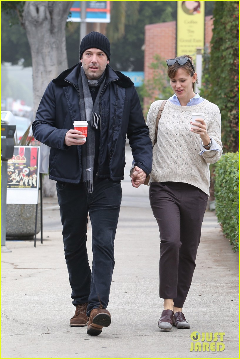 ben affleck jennifer garner hold hands for coffee run 11