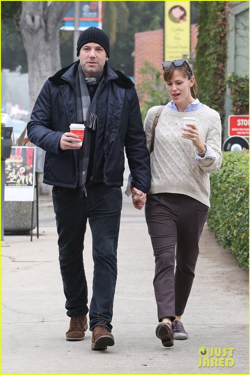 ben affleck jennifer garner hold hands for coffee run 282981404