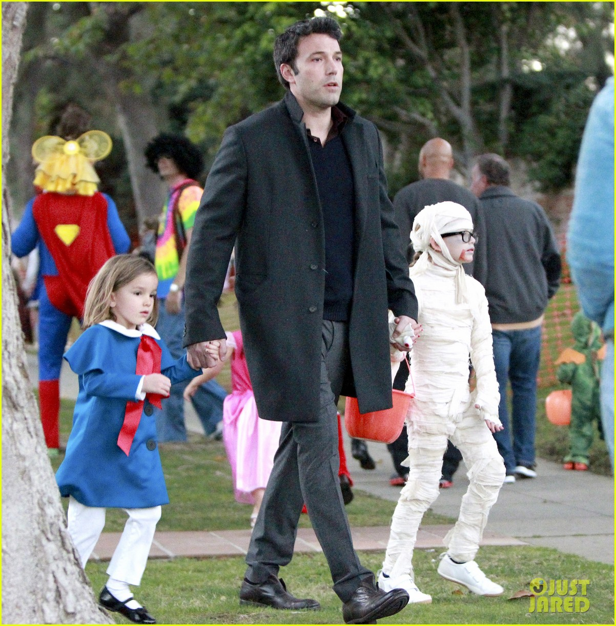 ben affleck jennifer garner halloween trick or treating 03