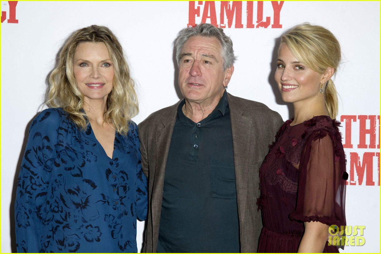 dianna agron michelle pfeiffer family london photo call 06