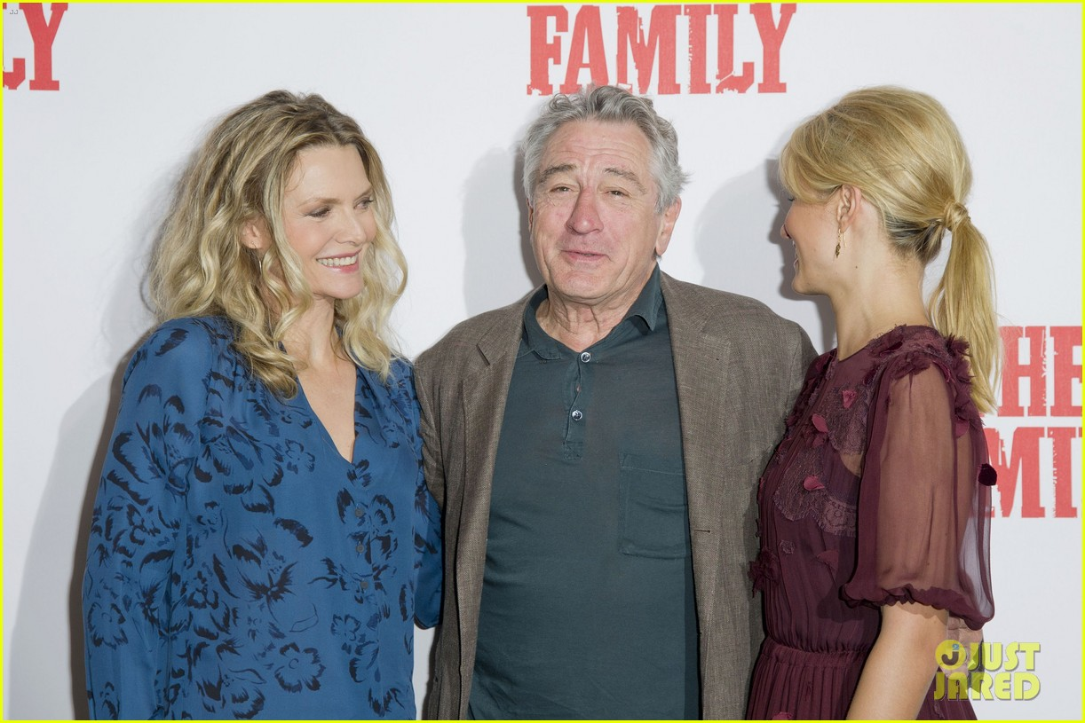 dianna agron michelle pfeiffer family london photo call 08