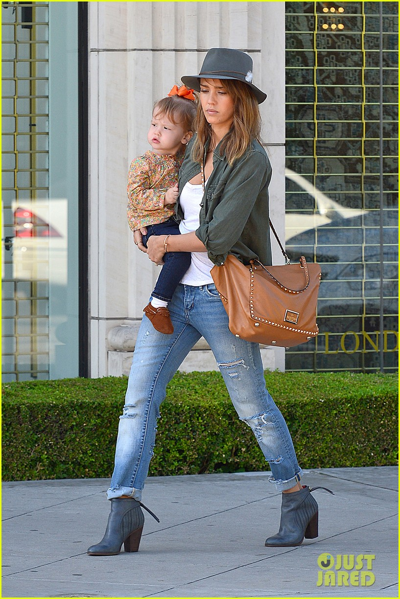 jessica alba visits mr bones brunches with her gals 10
