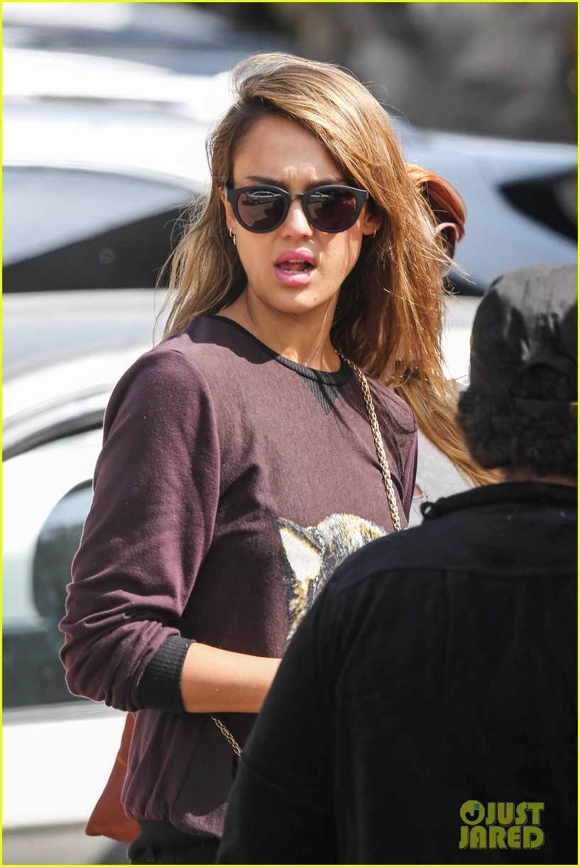 jessica alba visits mr bones brunches with her gals 31