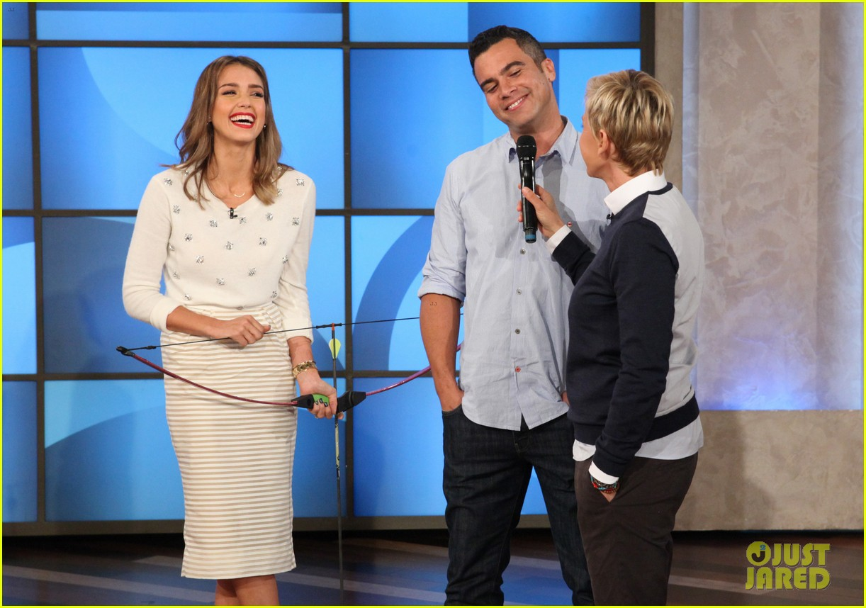 jessica alba dunks cash warren on ellen 032965072