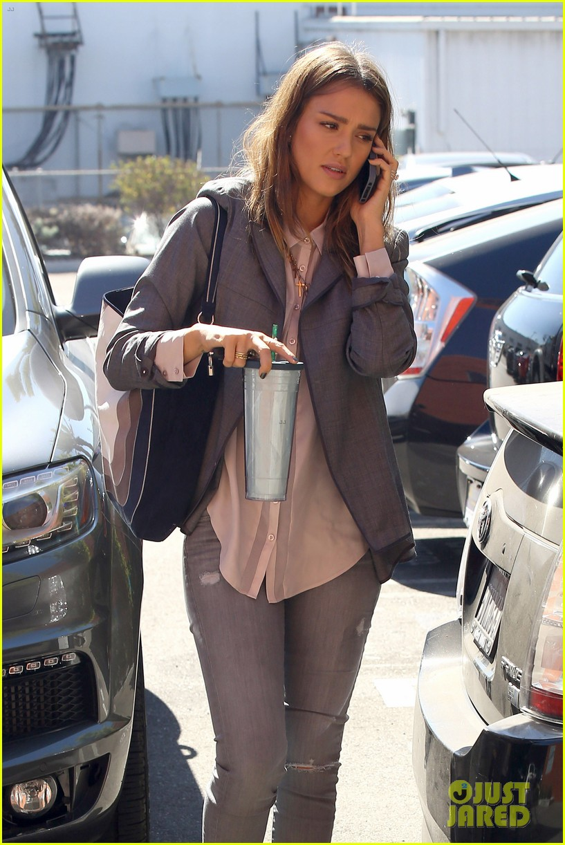 jessica alba dunks cash warren on ellen 072965076