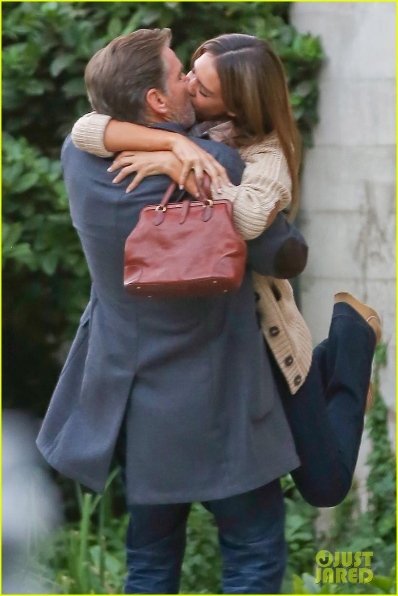 jessica alba passionately kisses pierce brosnan for movie 142983296