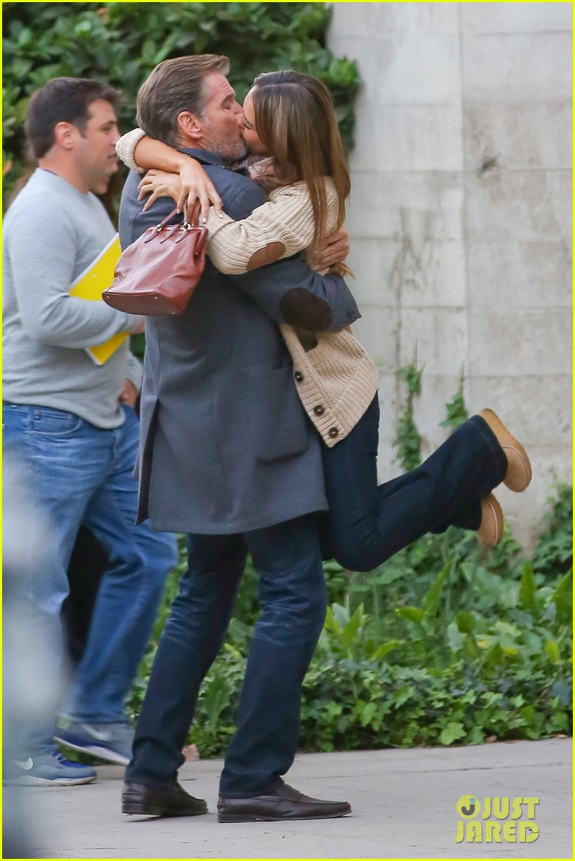 jessica alba passionately kisses pierce brosnan for movie 152983297